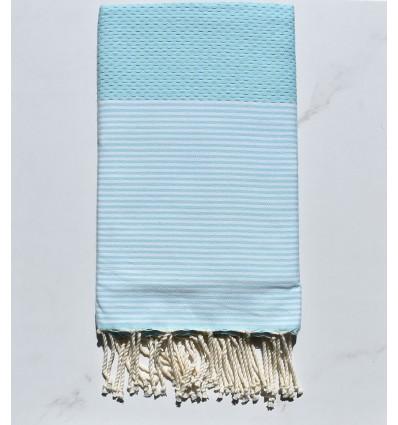 Strandtuch waben blaues klares Wasser mit Streifen